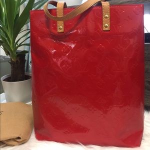 LOUIS VUITTON READE MM VERNIS RED VGC DC: TH0072
